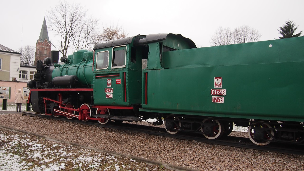 narrow gauge steam engine px48 view 2
